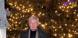 Der Münchner Christbaum erstrahlt auf dem Marienplatz