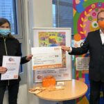 """""""bunt statt blau"""": Schülerin aus Neubiberg gewinnt bei Plakatwettbewerb gegen Komasaufen in Bayern"""