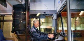 Mehr Platz im Bus: Erste Tür wird wieder geöffnet, Trennscheiben schirmen Fahrer-Arbeitsplatz ab