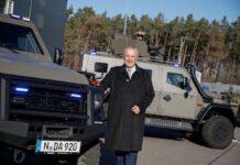 Herrmann stellt zwei neue Offensivfahrzeuge der Polizei vor