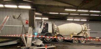 Richard-Strauss-Tunnel: Betonmischer kracht gegen Tunnelwand