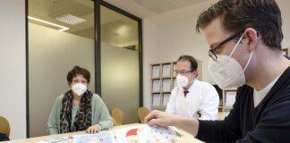 Farbe in die Flure: Schüler malen für Lungenkrebs-Patienten und erhalten umgekehrt einzigartigen Präventionsunterricht von Lungenärzten