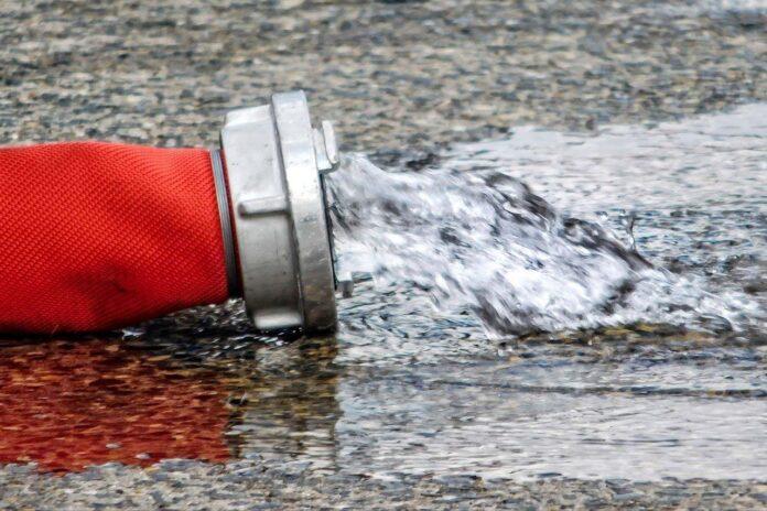 Schwabing: Nächtlicher Wasserschaden - Tiefgarage und Keller unter Wasser