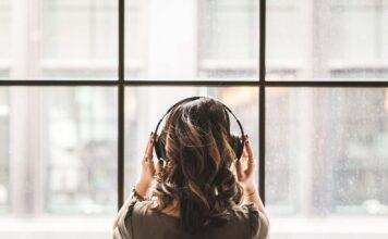 139 Milliarden Musik-Streams in 2020 - Neue Bestmarken an Heiligabend und Silvester