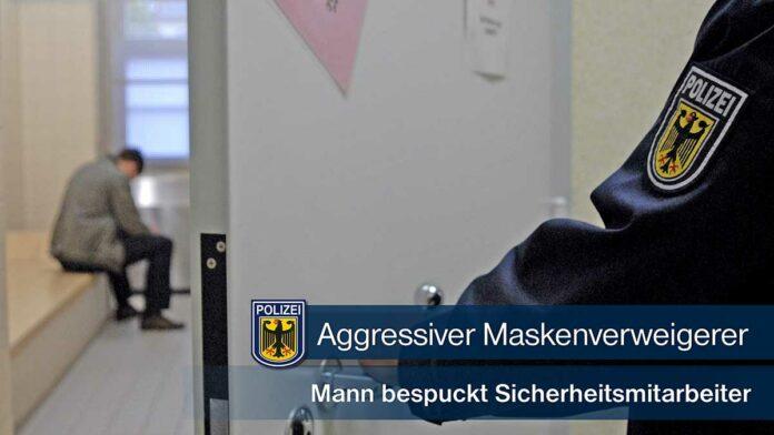 Aggressiver Maskenverweigerer - Mann bespuckt Sicherheitsmitarbeiter