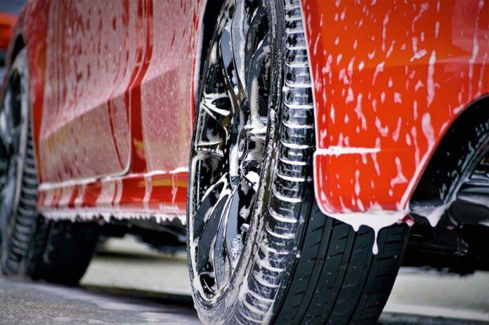 Vorwäsche des Autos kann Kratzern im Lack vorbeugen