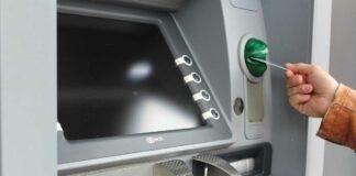 Frau unterschlägt vergessenes Geld am Geldautomaten