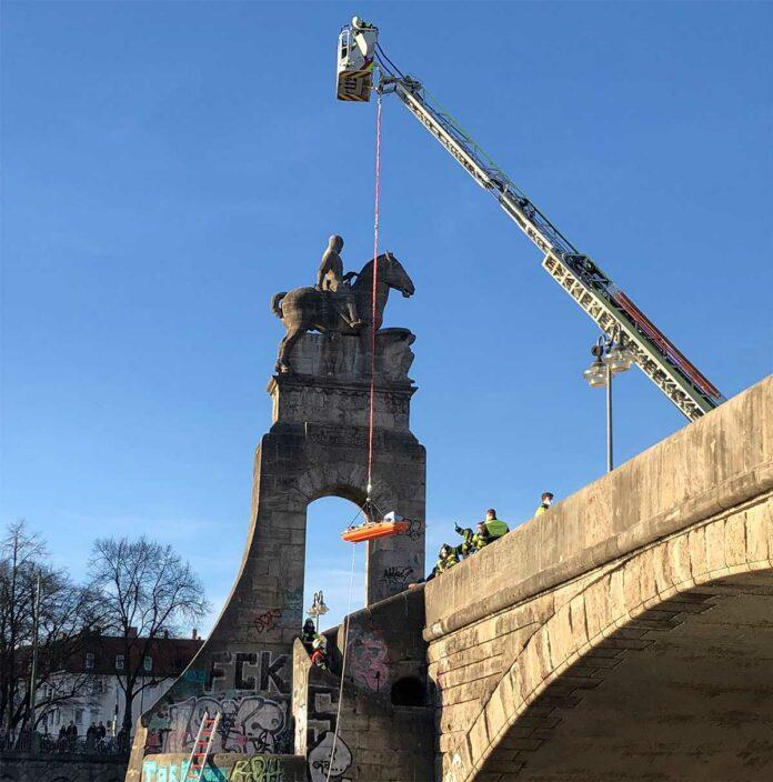 Wittelsbacherbrücke: 40-Jähriger abgestürzt