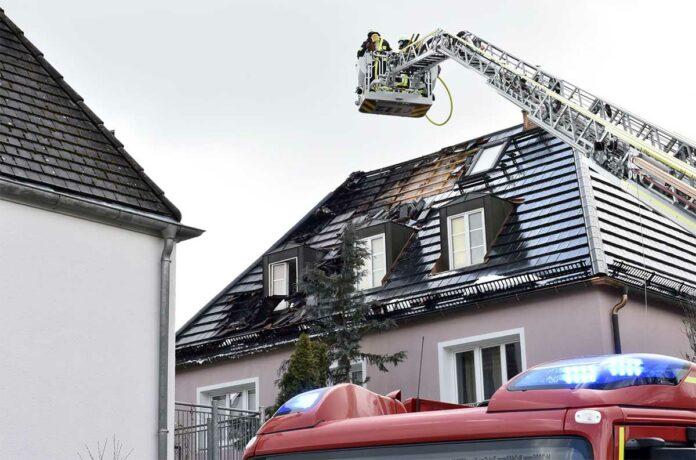 Pasing-Obermenzing: Dachstuhlbrand eines Einfamilienhauses