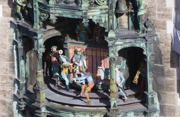 Fassade Neues Rathaus: Arbeiten am Figurenspiel