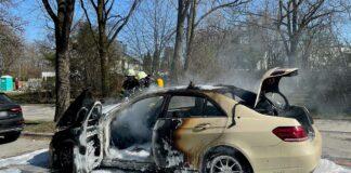 Johanneskirchen: Taxi fängt Feuer