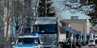 Herrmann schickt 13 Lkw auf die Reise - Bayerische Polizei übergibt EDV und Büroausstattung
