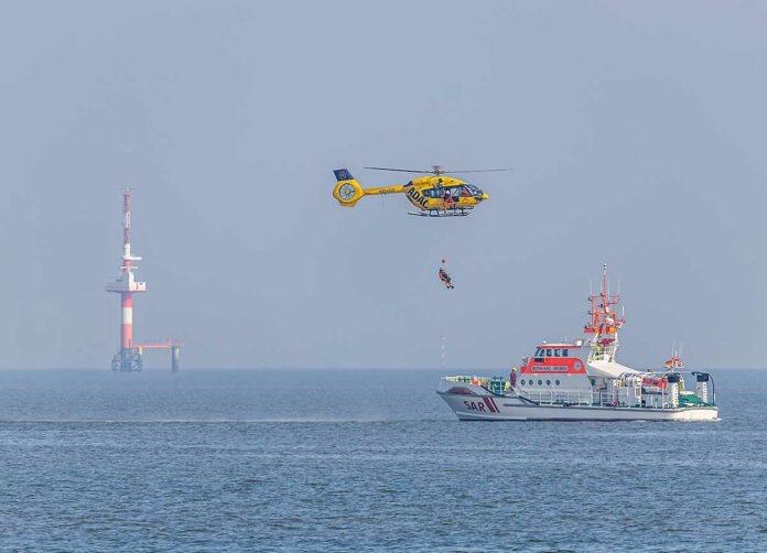 ADAC Luftrettung trainiert Windenrettung in Friesland
