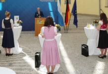 Innen- und Sportminister Herrmann übergibt nachträglich Bayerischen Sportpreis an Selina Jörg, Carolin Langenhorst und Ramona Hofmeister