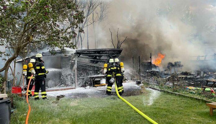 Am Hart: Gartenhütten ausgebrannt