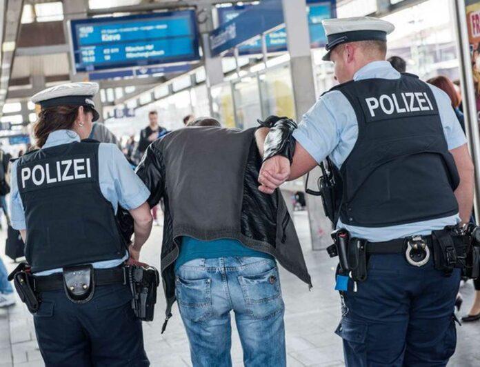 """Dumm gelaufen … Bundespolizei nimmt """"noch nicht Gesuchten"""" fest"""