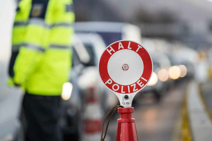 Taxifahrer aus München festgenommen - Auto eingezogen - Schleusungsverdacht