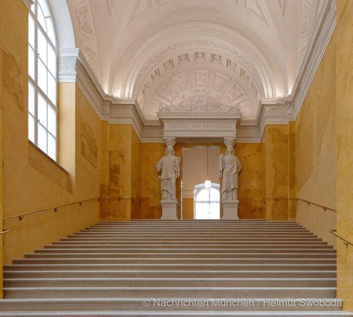 Gelbe Treppe in der Residenz München wieder eröffnet