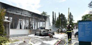 Trudering: Autowerkstatt total abgebrannt