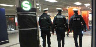 Nach verfassungswidriger Parole - Betrunkener pöbelt und beleidigt Polizistin