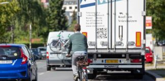 ADFC München fordert Durchgreifen bei Radweg-Parken und geschützte Radwege