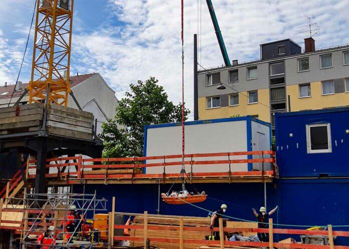 Pasing: Arbeiter aus Baugrube gerettet