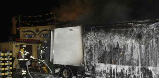 Feuerschein über dem Tollwood Sommerfestival - Kühlanhänger ausgebrannt