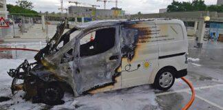 Brennende Fahrzeuge - Rauchschwaden über dem Olympiadorf