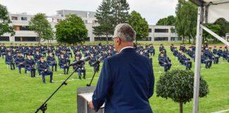 274 neue Polizistinnen und Polizisten in Königsbrunn vereidigt