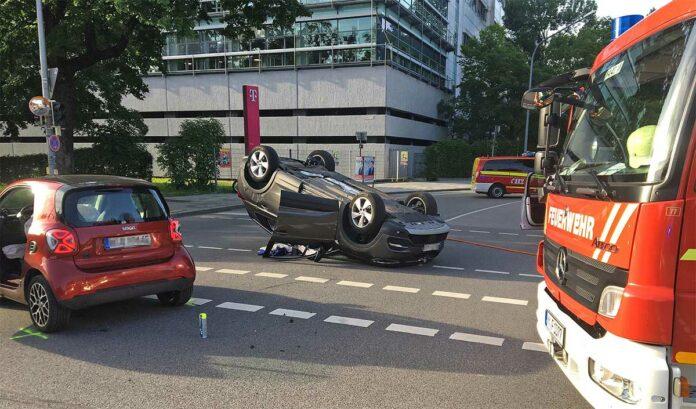 Maxvorstadt: Zusammenstoß mit Überschlag