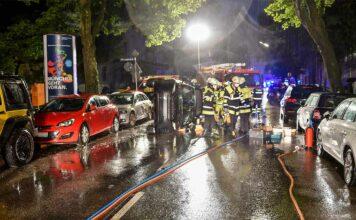 Bogenhausen: Alkoholisierte Pkw-Fahrerin kollidiert mit drei geparkten Pkw und wird leicht verletzt
