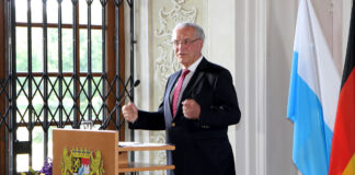Herrmann händigt 18 Sportplaketten an Sport- und Schützenvereine aus