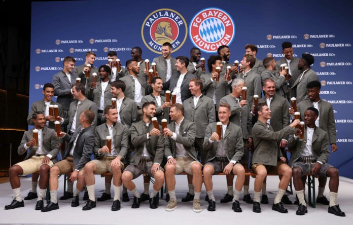 FCB-Stars ziehen für Paulaner die Lederhosen an – Premiere in Tracht für Nagelsmann und die Neubayern