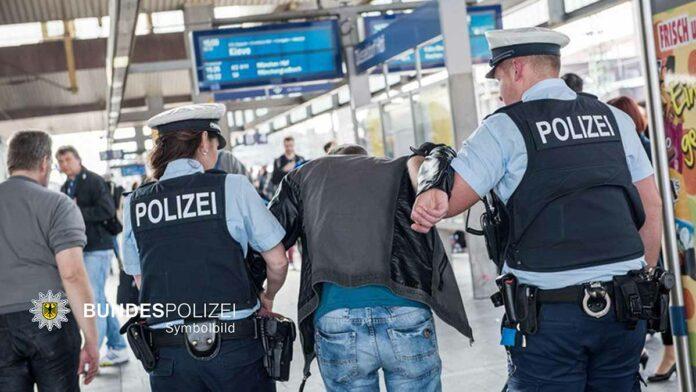 Hauptbahnhof: 33-Jähriger widersetzt sich Zöllnern