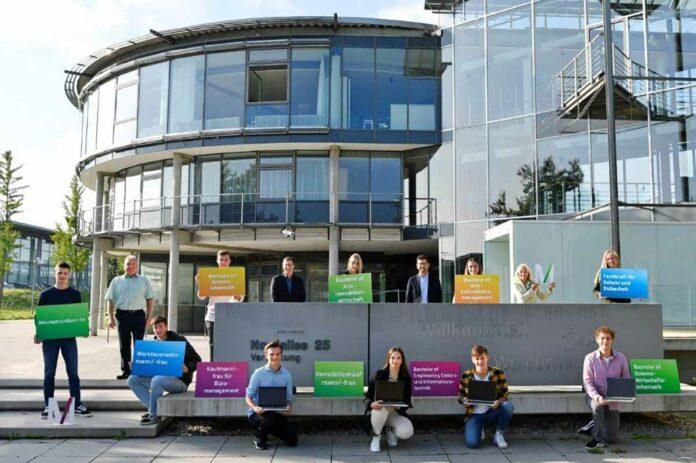33 Nachwuchskräfte starten bei der Flughafen München GmbH ins Berufsleben