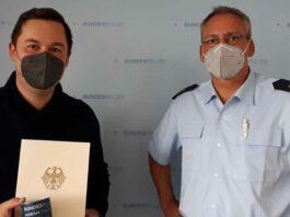 Bundespolizei ehrt Retter - Timur Khamzin rettete 79-Jährigen nach Gleissturz