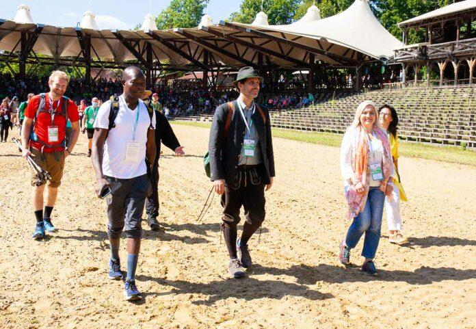 """Riesenerfolg beim Löwenmarsch 2021: über 750.000,- Euro an Spenden für die Initiative """"Learning Lions"""" in Kenia!"""