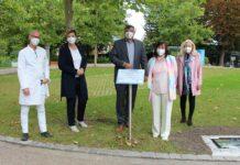 Ehrenamt sichtbar machen: Mosaike vor dem Amper-Klinikum