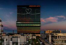 Adina Love Letters - Ein Liebesbeweis auf dem höchsten Hotel der Stadt