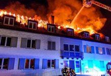 Obermenzing: Dachstuhl völlig abgebrannt