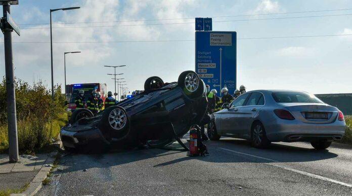 72-jährige Fahrerin verliert die Kontrolle über ihren PKW und landet auf dem Dach